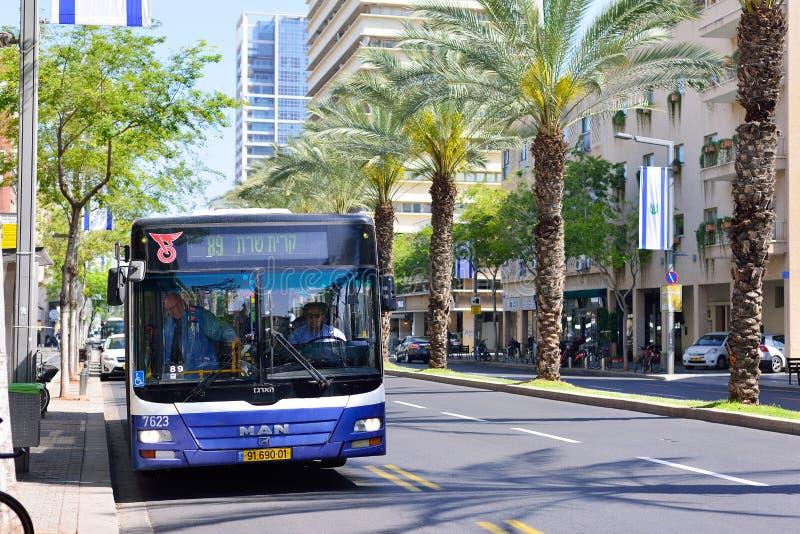 TEL AVIV, ISRAËL - AVRIL 2017 : Navette moderne sur les rues de photographie stock