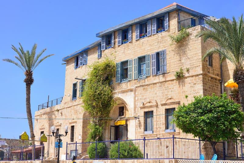 TEL AVIV, ISRAEL - ABRIL DE 2017: Casa antigua en la ciudad vieja Ja imagenes de archivo