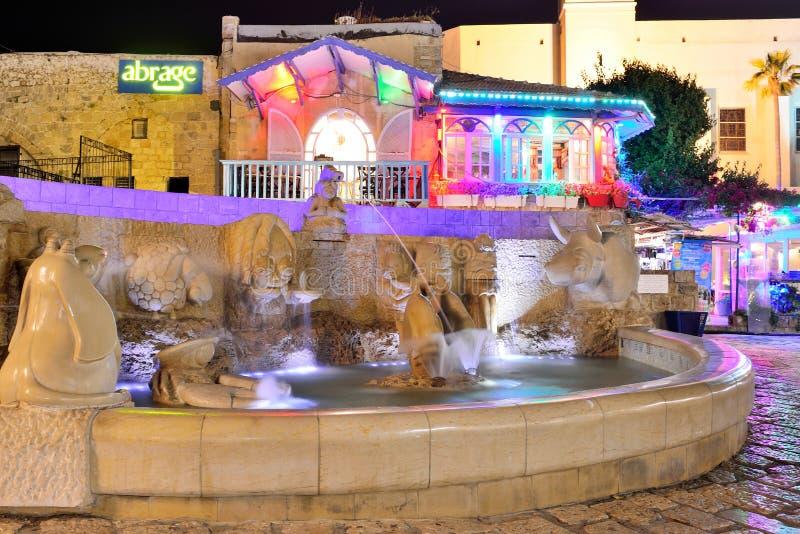 TEL AVIV, ISRAEL ABRIL DE 2017: La fuente del zodiaco en el cuadrado de Kedumim en la ciudad vieja Jaffa, Israel foto de archivo libre de regalías