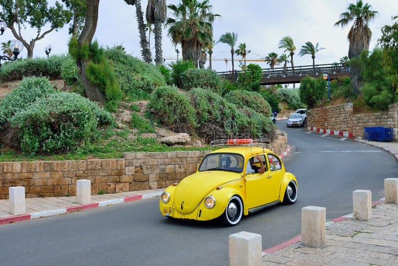 TEL AVIV ISRAEL - APRIL, 2017: Ett företag av ungdomarpå royaltyfria foton