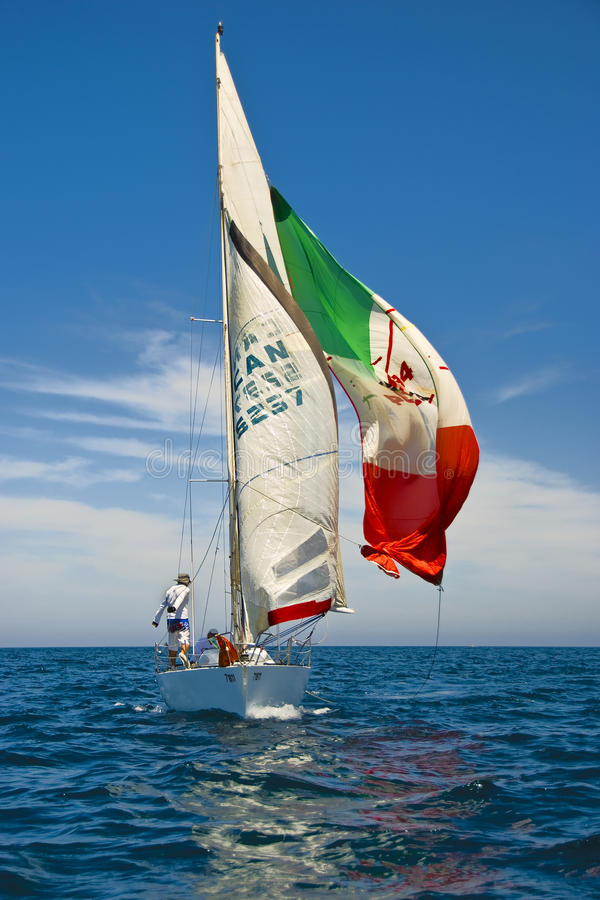 Tel Aviv, Israel - 15 de maio de 2010: Ofek Yachts a competição do copo imagem de stock royalty free