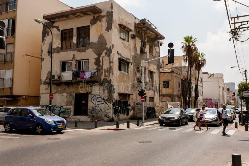 Tel Aviv, Israel - 9 de setembro de 2011: Cruzamento de pedestres a rua situada perto do telefone Baruch da praia em Tel Aviv, Is foto de stock