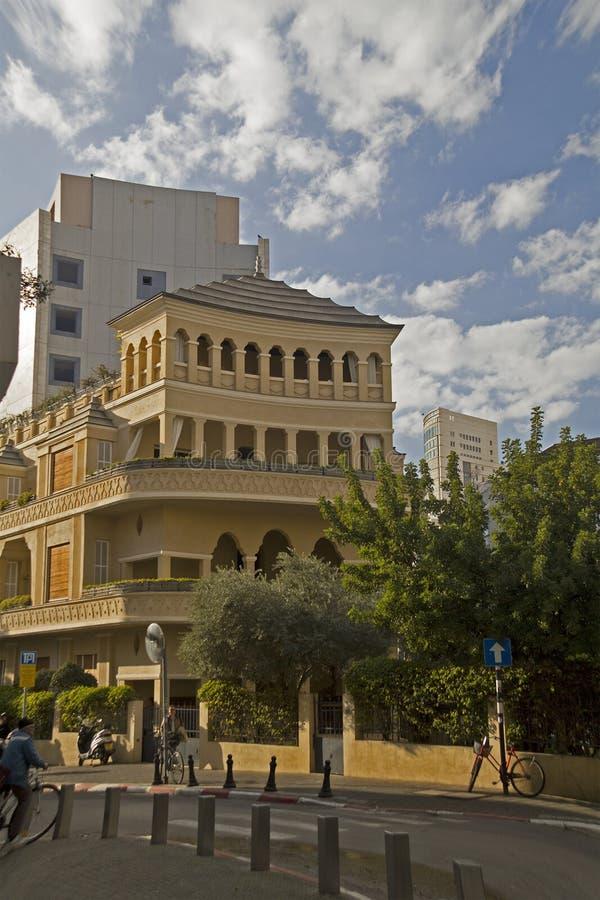 Tel Aviv Israel Februari 09, 2016: Gammal renoverad byggnad arkivfoton