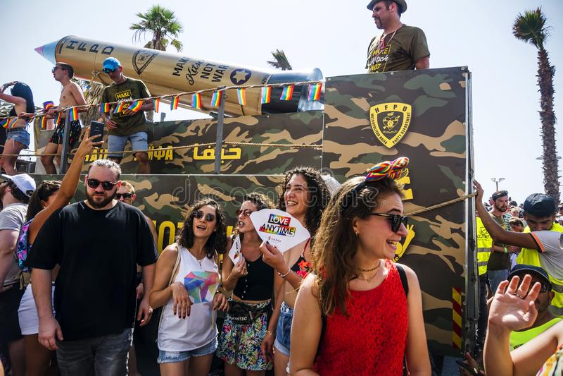 TEL AVIV, ISRAEL - 8. JUNI 2018: Teilnehmer von homosexuellem Pride Para lizenzfreies stockbild
