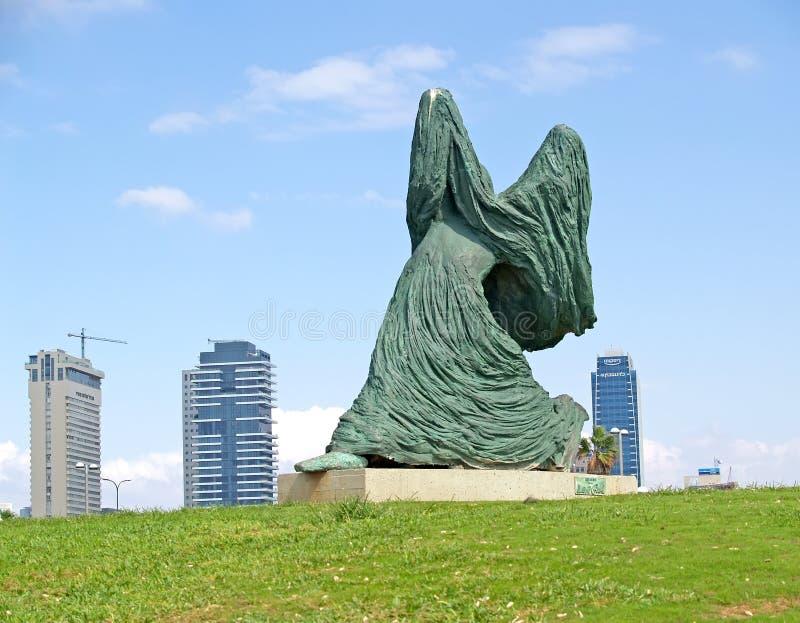 Tel Aviv, Israele scultura della scultura del ` s di Lana Gur la donna che va contro il vento immagini stock libere da diritti
