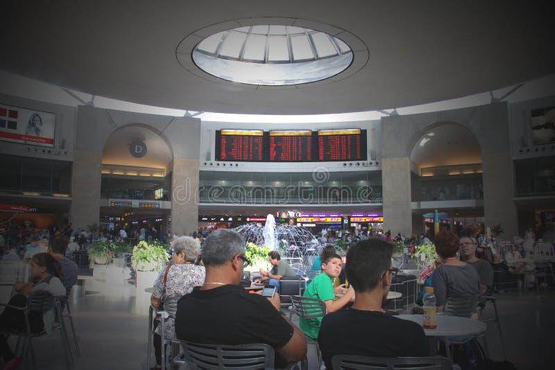 TEL AVIV - JULI 15:  Ben Gurion International Airport op 15 Juli, 2013 in Tel Aviv, Israël, één van de beste veiligheid en strakke royalty-vrije stock fotografie