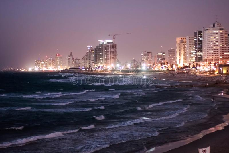 Tel Aviv la nuit photos stock