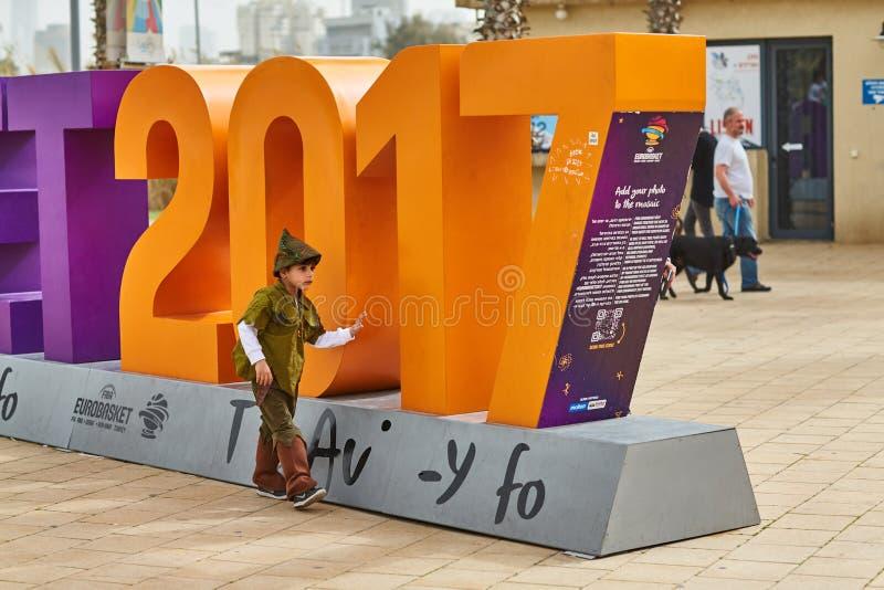 Tel Aviv - 20 2017 Luty: Ludzie jest ubranym kostiumy w Izrael d obrazy stock