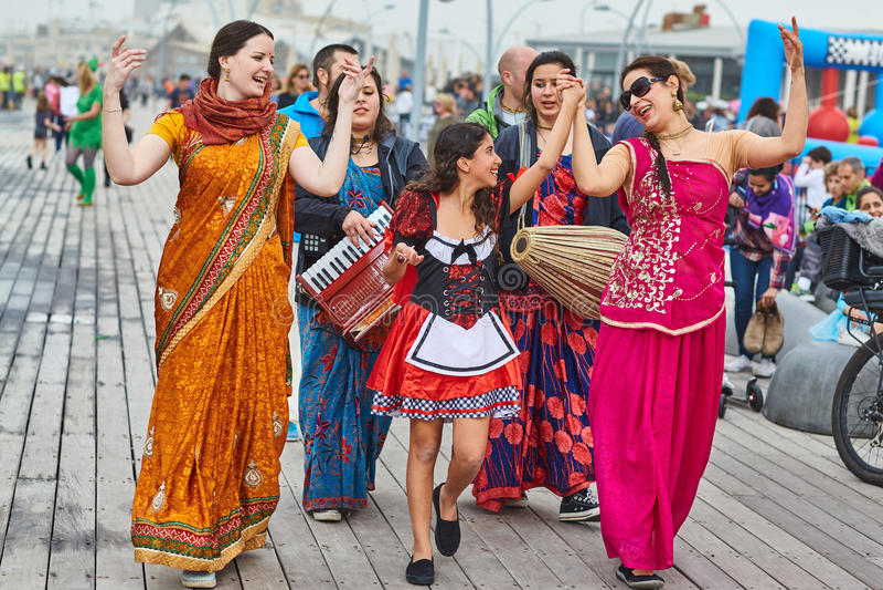 Tel Aviv - 20 2017 Luty: Zajęcze Krishna dewotki świętuje d fotografia royalty free