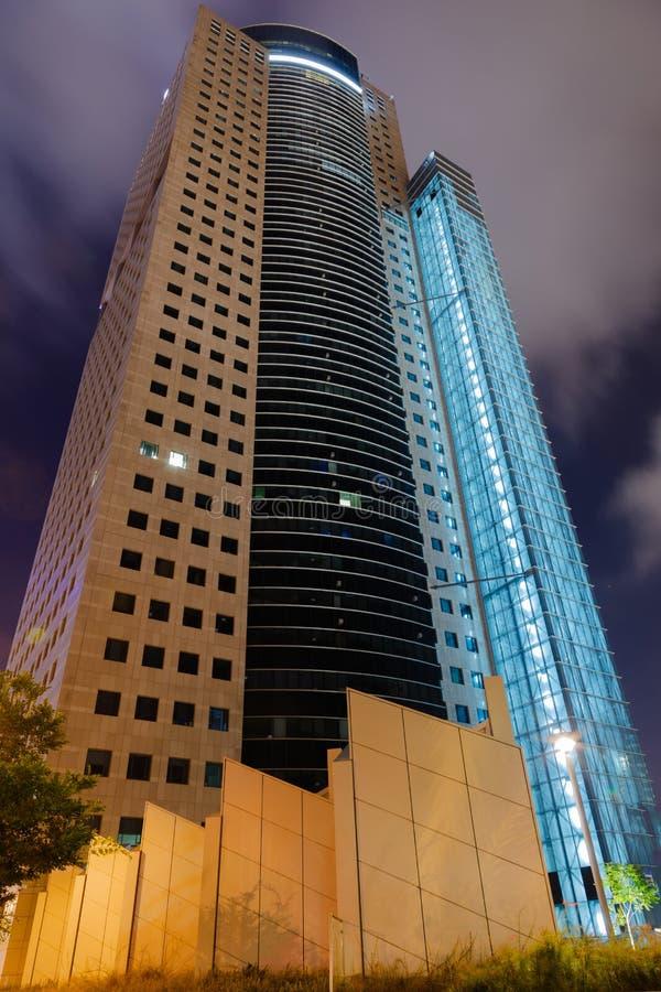 Tel Aviv nachts lizenzfreie stockbilder