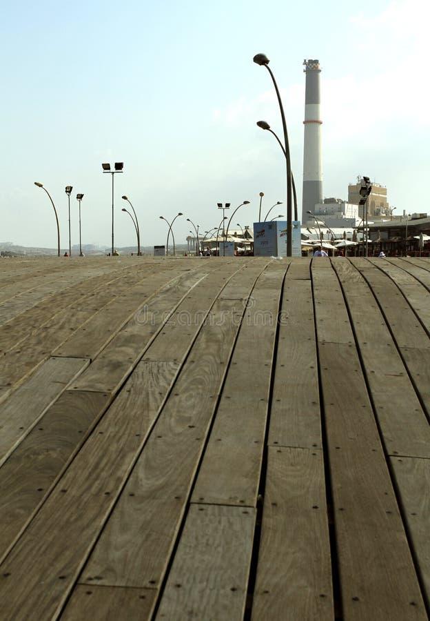 Tel Aviv portpromenad, stads- tr?ddesign royaltyfria foton
