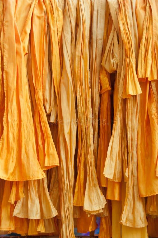 Tela amarela do Batik de pano da listra do algodão em Bali fotografia de stock
