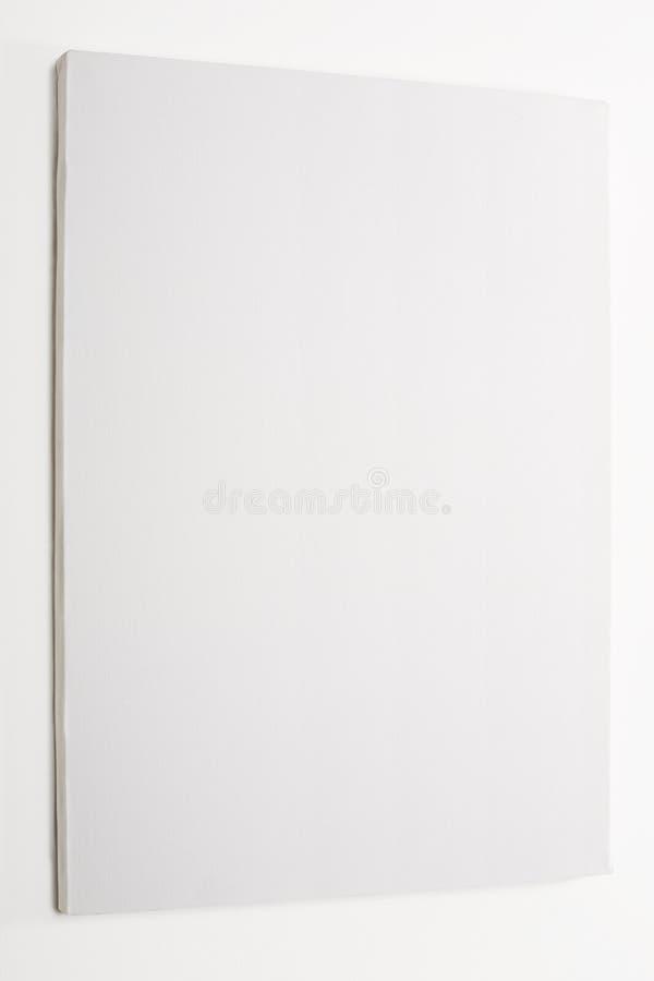 Tela in bianco bianca sulla parete bianca fotografia stock libera da diritti