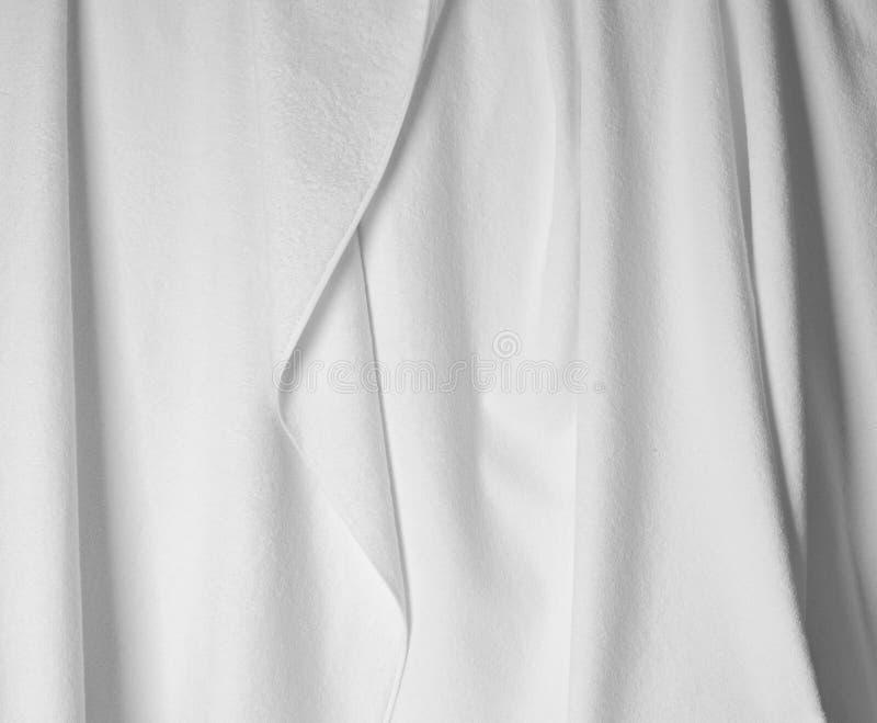 Tela branca com as dobras próximas acima da foto imagem de stock