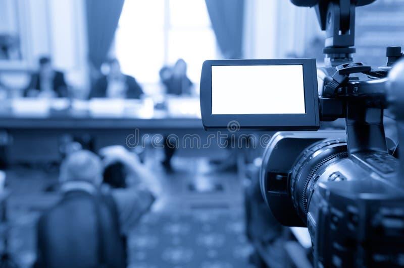 Tela da câmara de vídeo em uma conferência. imagem de stock