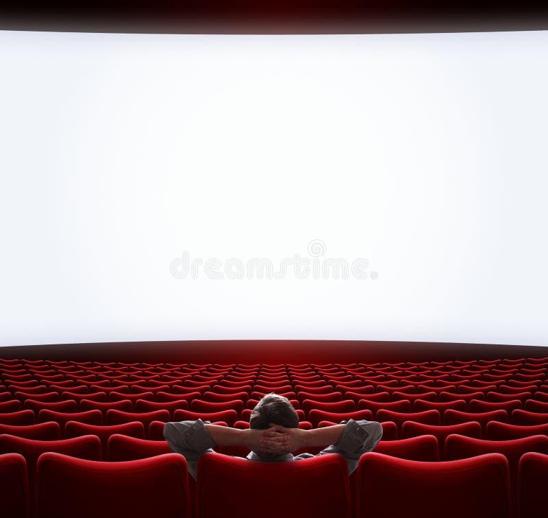 Tela de filme em branco com um homem solitário sentado no centro 3d ilustração imagens de stock royalty free