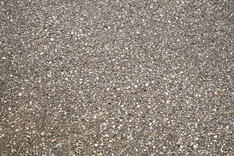 Tela de grelha de pedra castanha para fundo Textura de pedras marrom, cascalho granito, rochas esmagadas para construção em terra fotos de stock royalty free