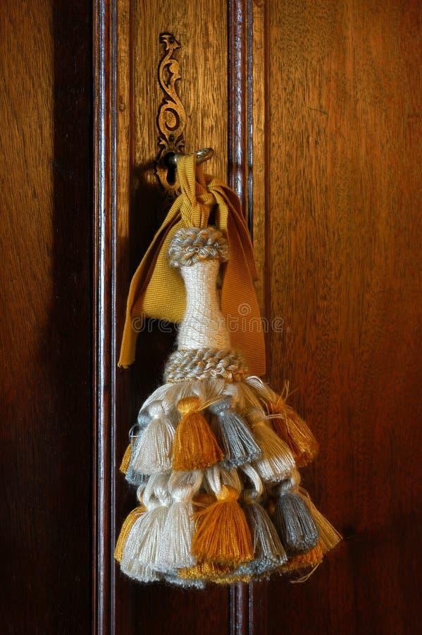 Tela de la borla para las puertas del guardarropa imagen for Borlas para muebles