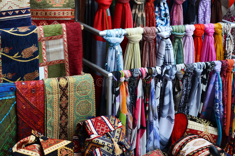 Tela de la manta de Turquía en bazar foto de archivo