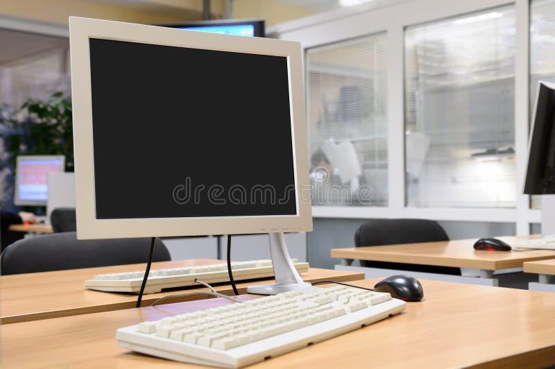 Tela de monitor no interior do escritório. fotos de stock
