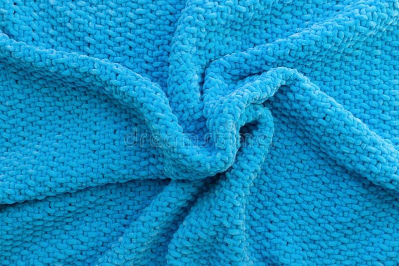 Tela escocesa hecha punto azul brillante hecha del hilado de la felpa Material suave Textura de lana Arte hecho a mano imagenes de archivo