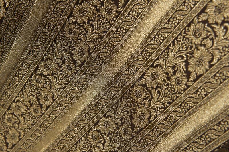 Tela floral noble del brocado con oro fotos de archivo libres de regalías