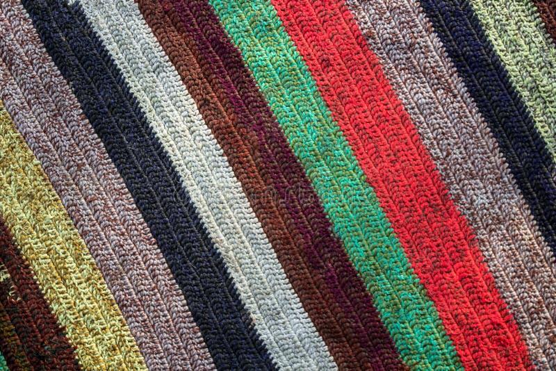Tela multicolora con el modelo vibrante de la raya fotos de archivo