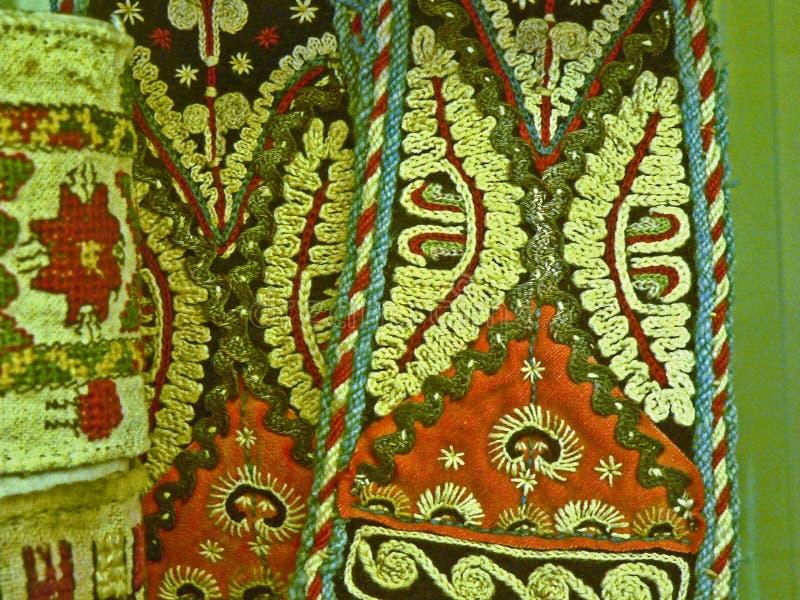 Tela popular tradicional búlgara do tapete com motriz geométricos e cores brilhantes fotografia de stock royalty free