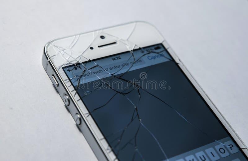 Tela quebrada do telefone isolada imagem de stock
