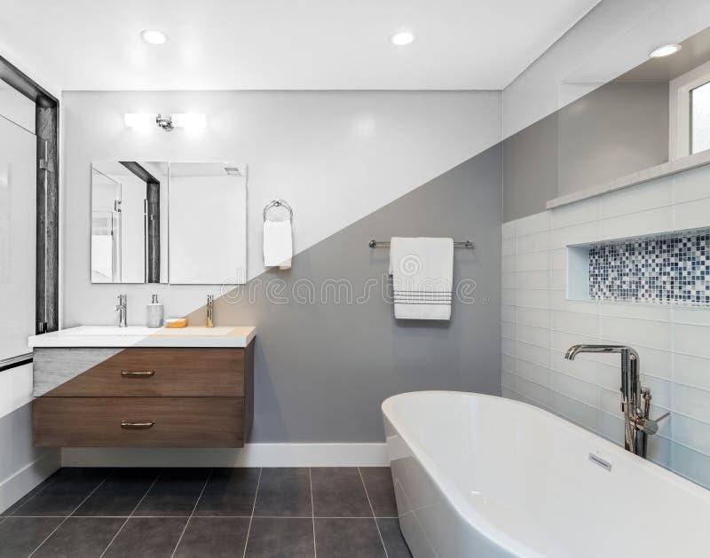 Tela rachada diagonal do banheiro luxuoso - ilustração imagens de stock