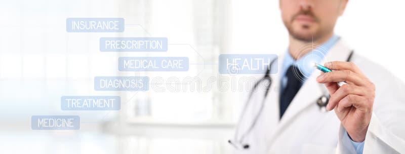 Tela táctil do doutor com uns cuidados médicos médicos da pena fotos de stock royalty free