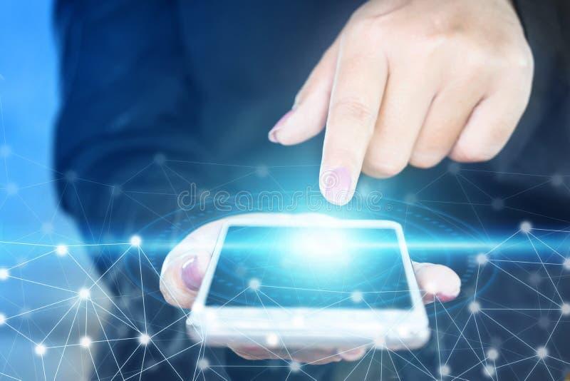 Tela tocante da mão da mulher de negócio do telefone esperto, conexão abstrata da tecnologia imagem de stock
