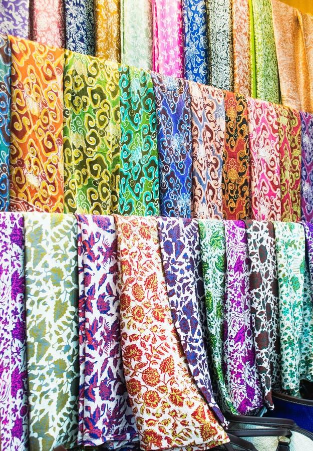 Tela tradicional do teste padrão do batik na loja fotos de stock