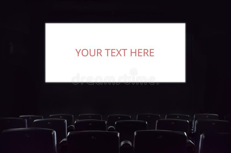 Tela vazia Tela vazia do cinema no teatro de filme fotografia de stock