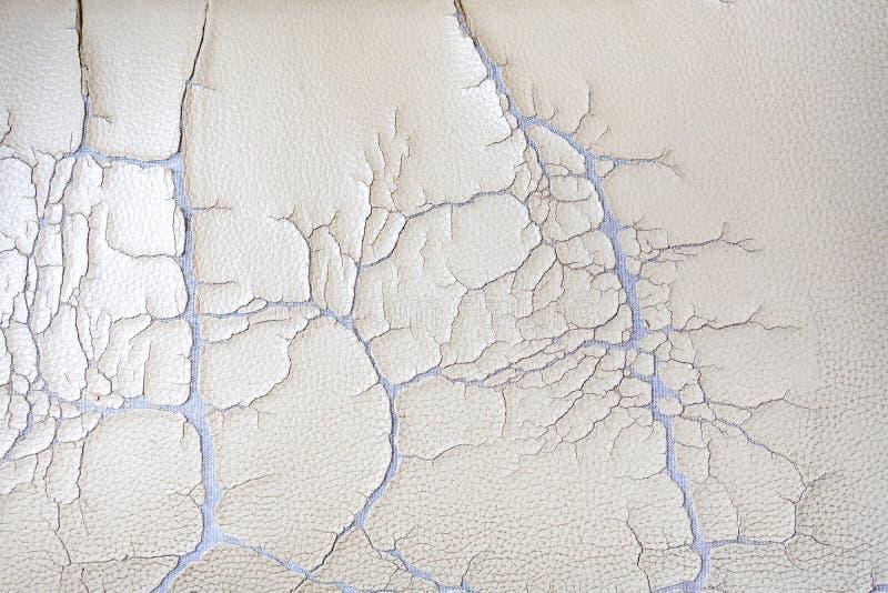 Tela vieja agrietada de la piel sintética, fondo quebrado de la textura del modelo foto de archivo