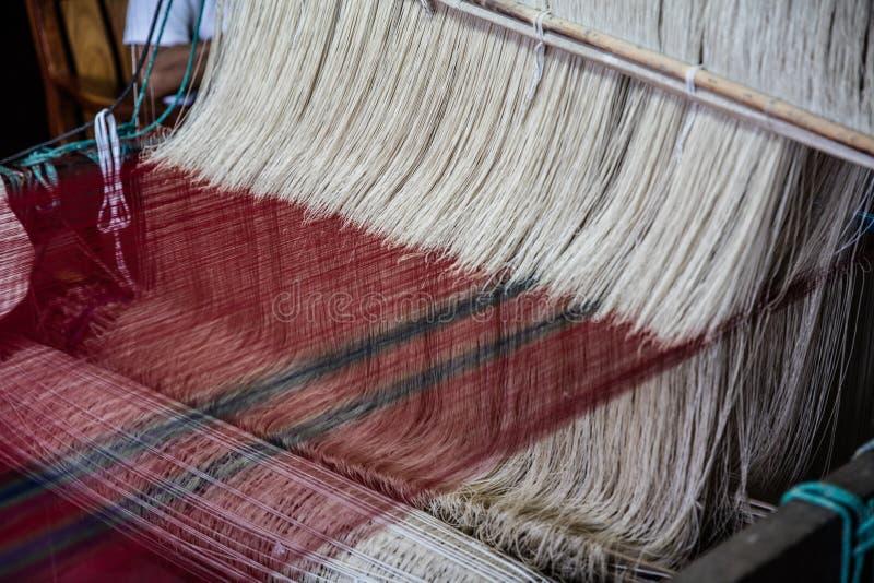 Telar weawing de seda fotografía de archivo