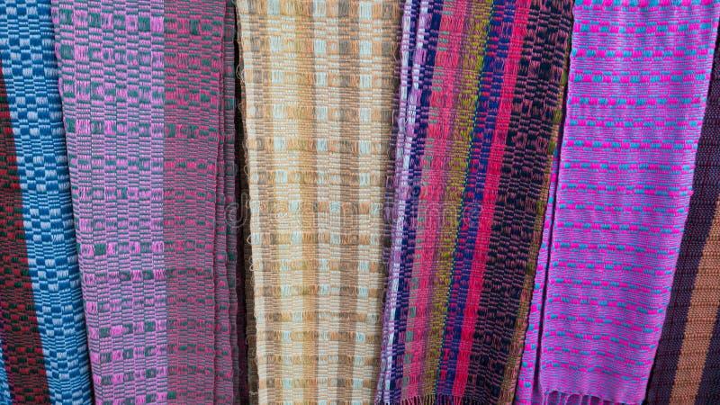 Telas na exposição em uma loja de lembrança na cidade de Paro em Butão foto de stock royalty free