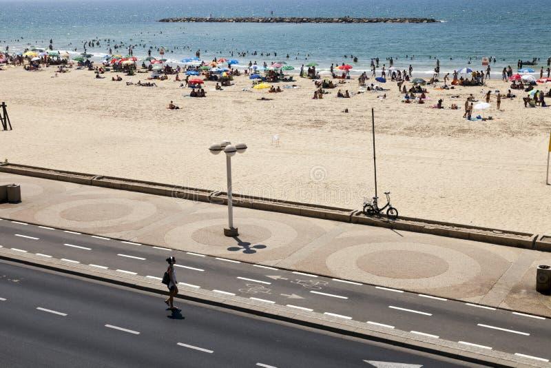 Download Verão na praia em Telavive foto de stock editorial. Imagem de israel - 29828768
