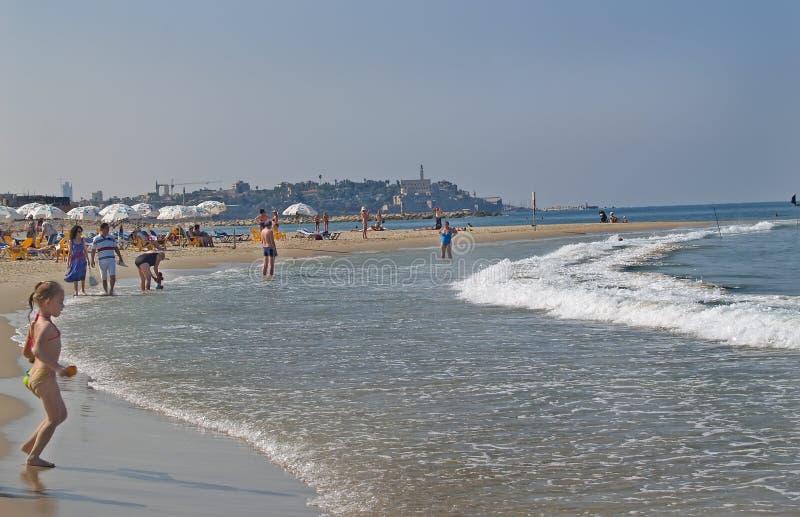 Telavive, Israel A praia da cidade no banco do mar Mediterrâneo imagens de stock royalty free
