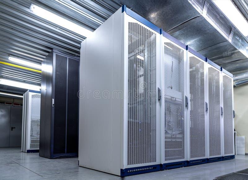 Telecommunicatie-uitrusting op cellulaire communicatie cellulaire post voor slimme stad royalty-vrije stock afbeeldingen
