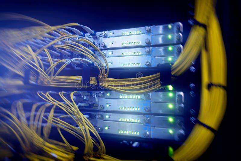 telecomunicazione Cavi ottici immagine stock