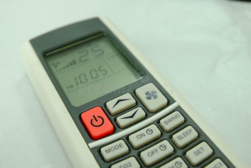 Teledirigido condicional y 25 grados Celsius del aire del botón rojo fotografía de archivo libre de regalías