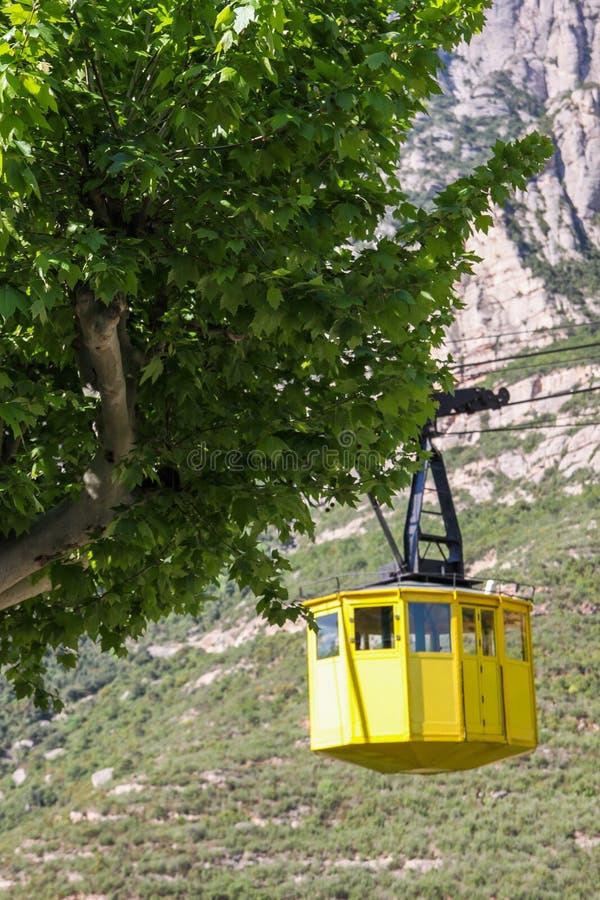 Teleférico amarelo, Monserrate, Espanha foto de stock royalty free