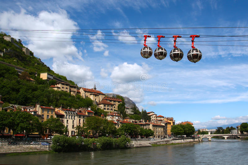 Teleférico em Grenoble, France foto de stock royalty free