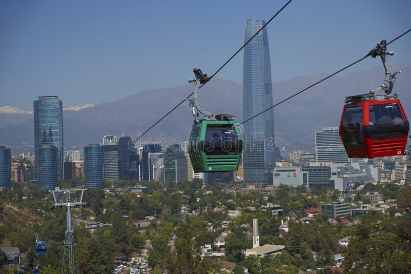 Teleférico en Cerro San Cristobal en Santiago, Chile fotografía de archivo