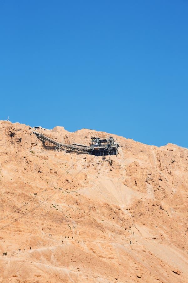 Teleférico a Masada - la fortaleza judía antigua en el desierto de Judaean que pasa por alto el mar muerto Israel fotos de archivo libres de regalías