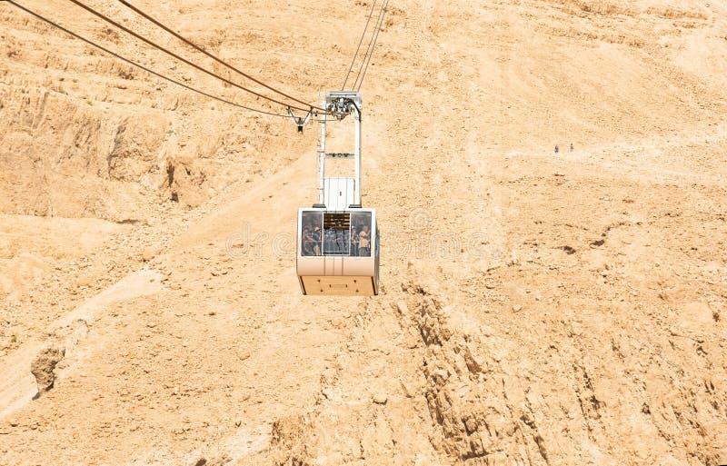 Teleférico que dirige al top del parque nacional de Masada imagen de archivo libre de regalías
