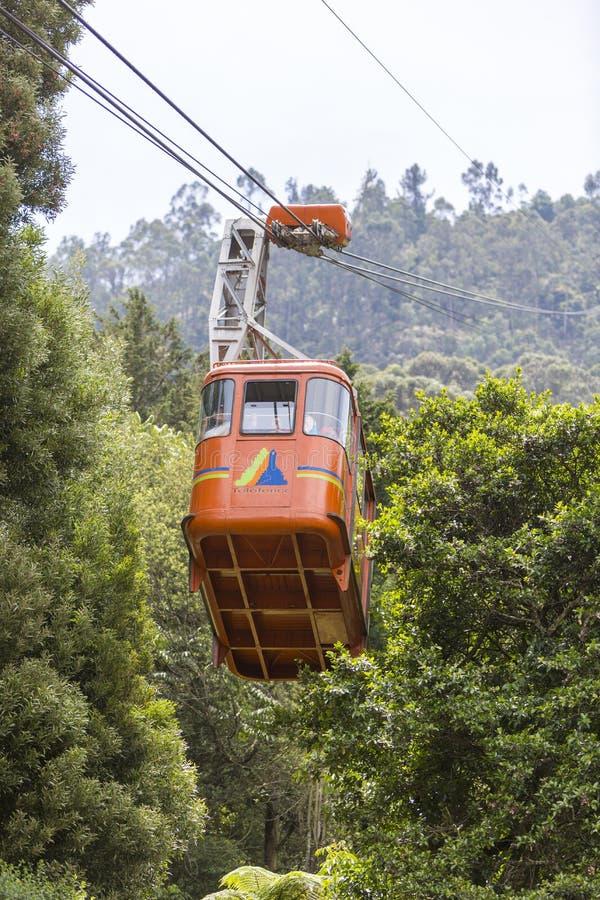 Teleférico que vai acima a Monserrate em Bogotá, Colômbia fotografia de stock royalty free
