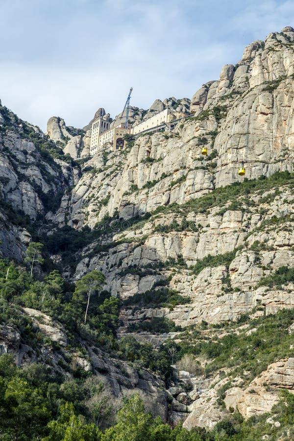 Teleférico a Santa Maria de Montserrat Abbey em montanhas de Monserrate imagens de stock royalty free