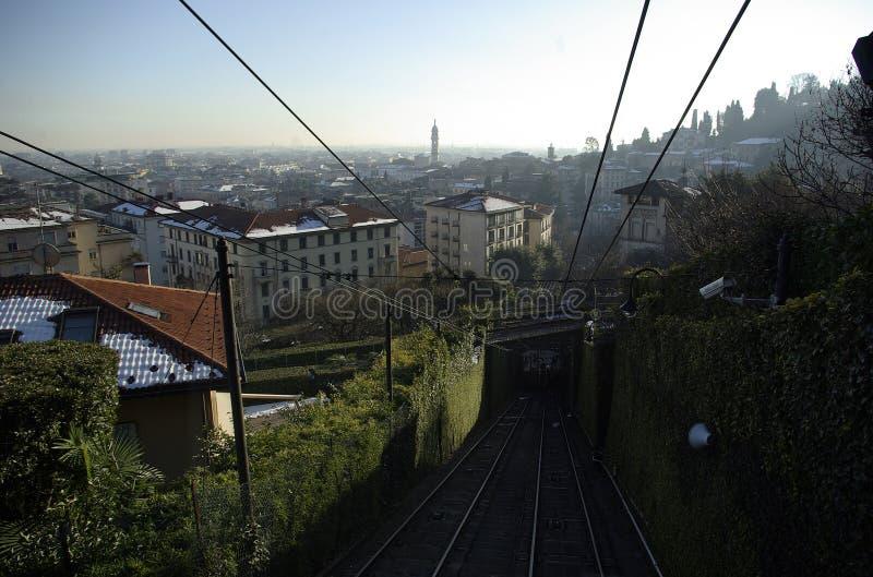 Teleférico velho da cidade da cidade Bergamo no inverno fotografia de stock